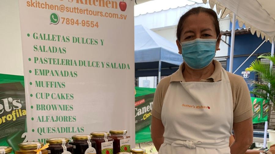 Dora, una salvadoreña que pasó del negocio de los viajes al de las mermeladas