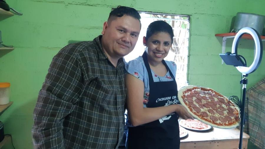 Cocinando con Los Rivas, una mezcla de sazón y simpatía