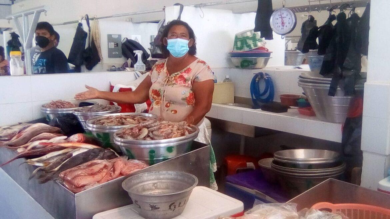 Ana, la comerciante de mariscos que aún espera el regreso de la normalidad.