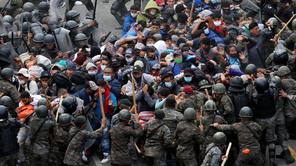 Caravana de migrantes hondureños es forzada a retornar a su país