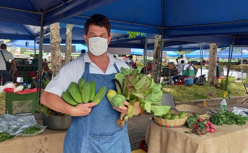 Hojas y hortalizas para una mayor vida, la nueva moda en el mercado salvadoreño