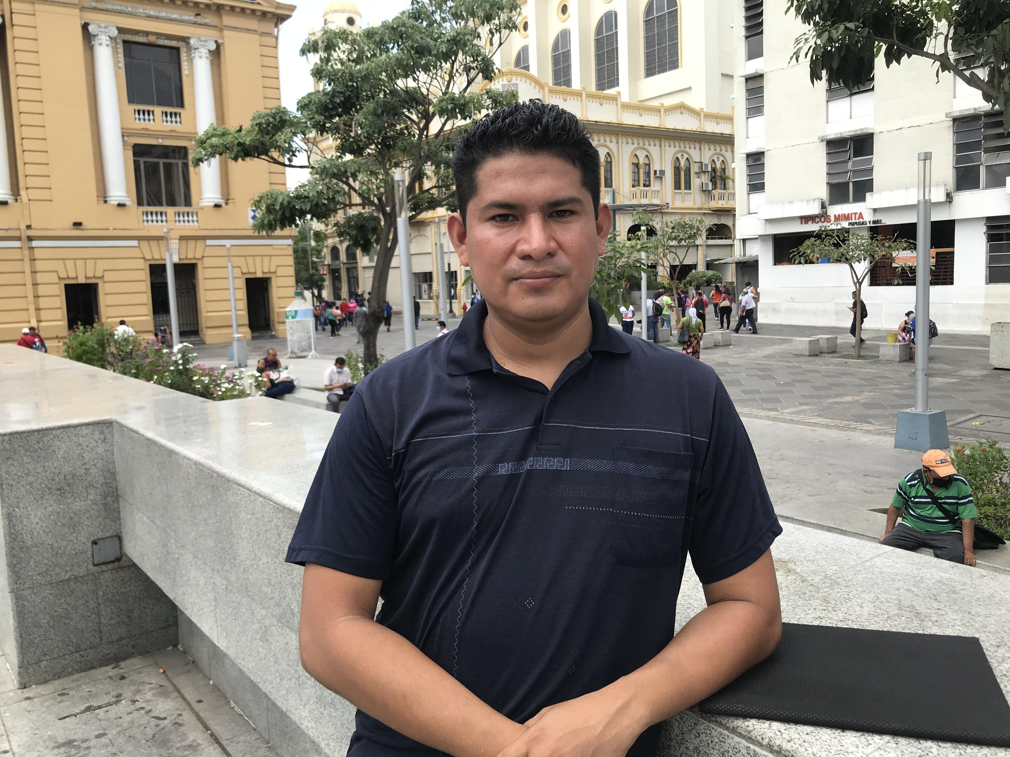 Cristian López, el joven que lleva esperanza y alegría través de la pintura