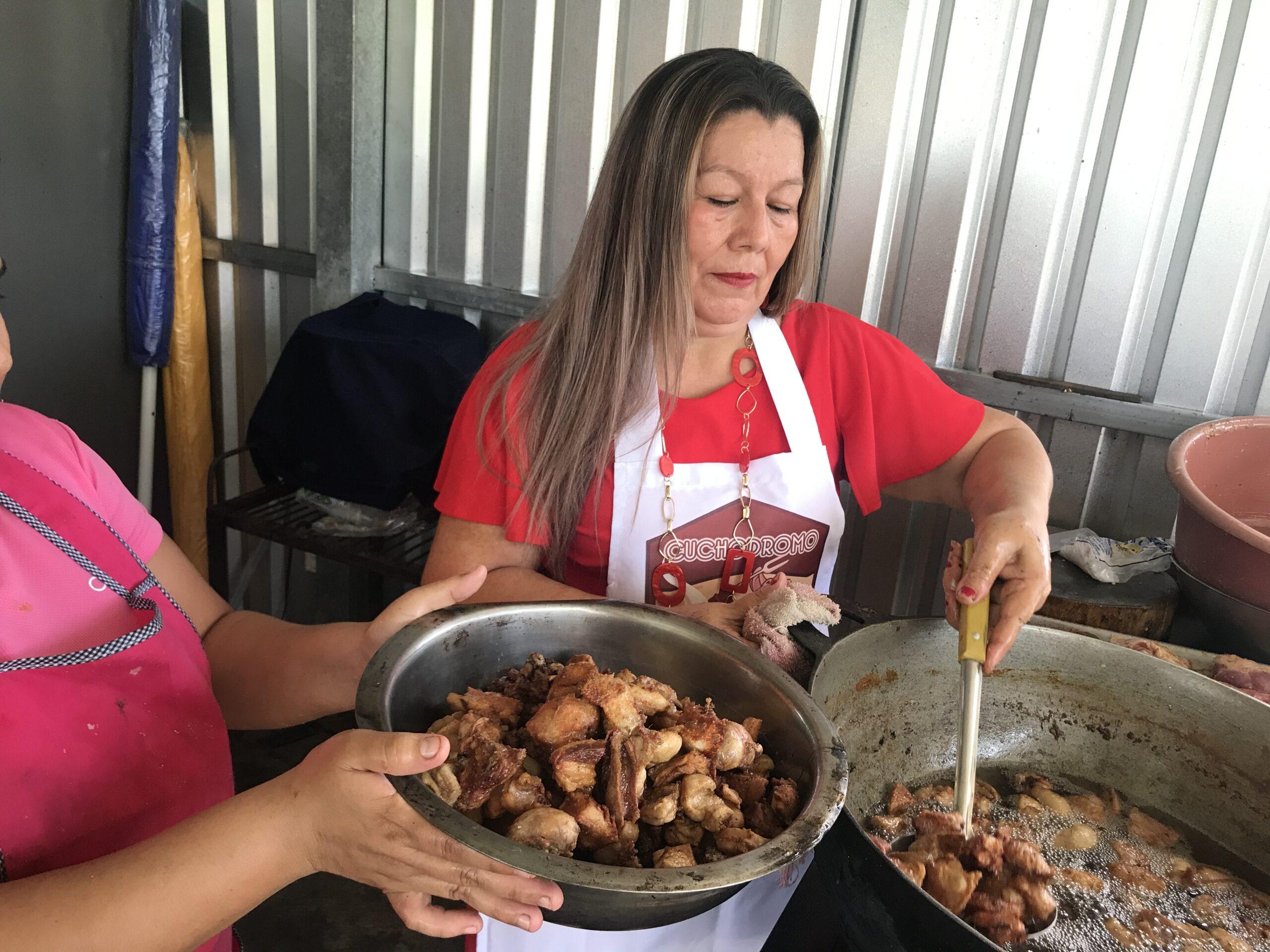 Doña Paula, rinde tributo a la tradición del cerdo en San Rafael Obrajuelo