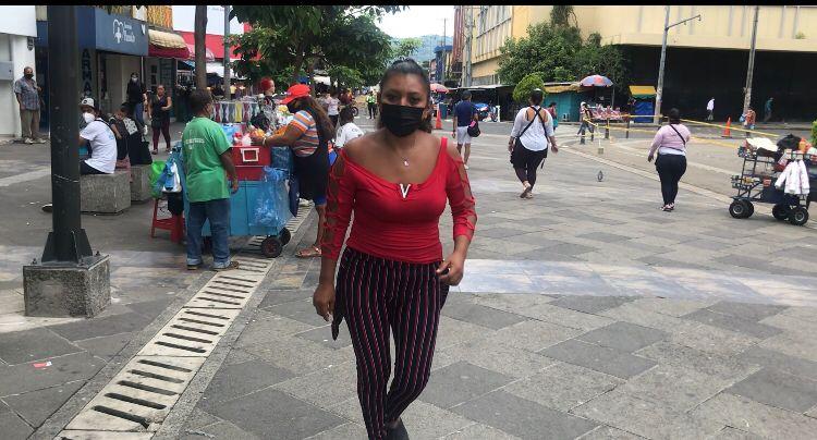 Yanira Berríos, la comerciante del centro de San Salvador que también reina en el Tik Tok
